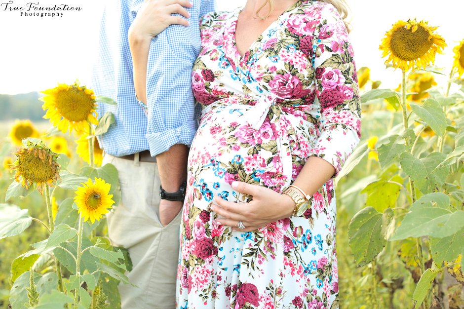 hendersonville-asheville-nc-maternity-photographer-photography-biltmore-estate-house-antler-hill-village-sunflowers-blooms-photos-blush-pink-dress-aaaaaaaaaaaaaaaa-y